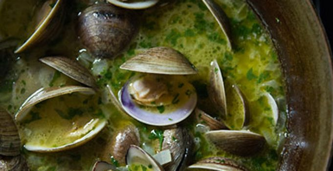 Clams in Beer and Butter